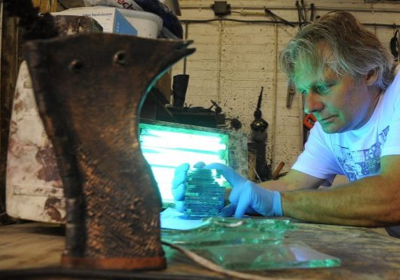 Appliqueren glas door glaskunstenaar