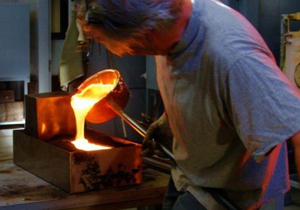 Flas gieten door glaskunstenaar